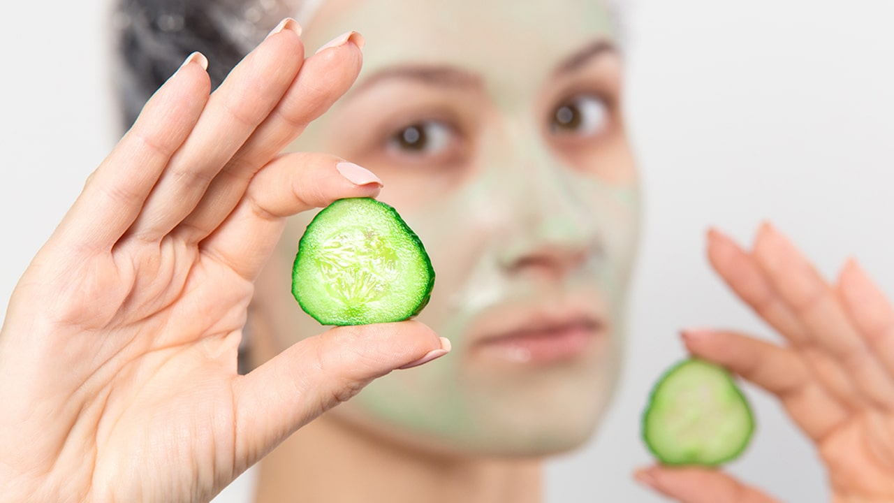 Cucumber mask as a remedy for the acnes