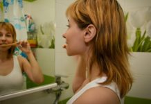How To Brush Your Teeth Properly Using A Standard Or Electric Brush