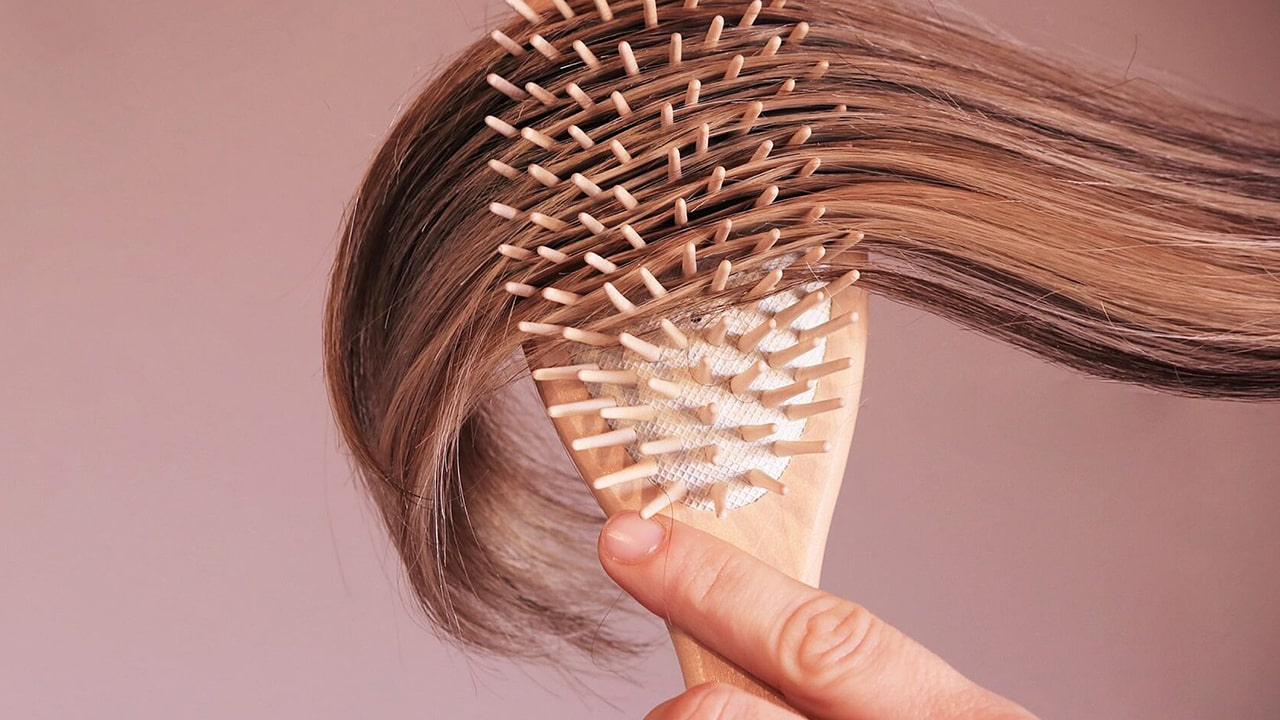 How to brush your hair properly?