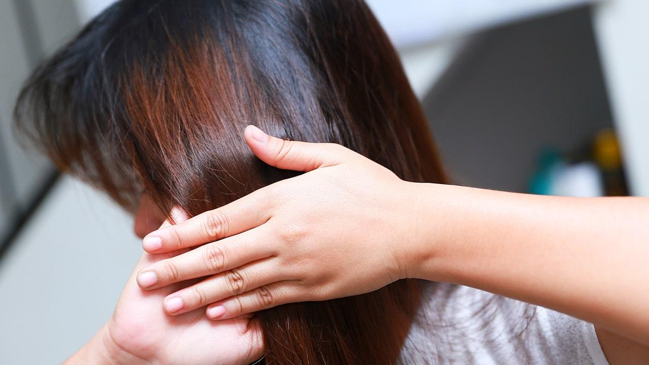 Stimulates the scalp